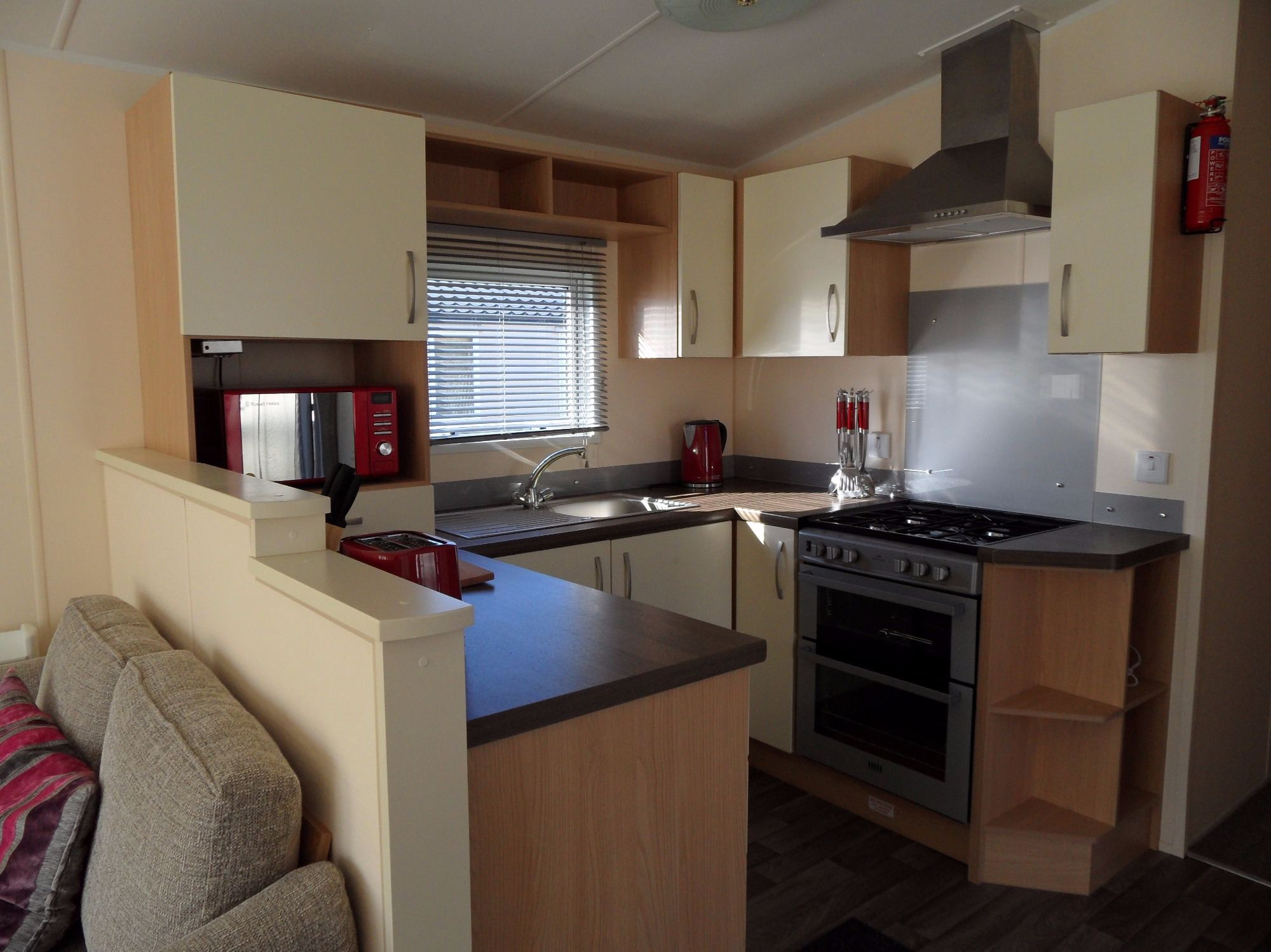 Butlins Skegness 3 bedroom caravan parkside 39