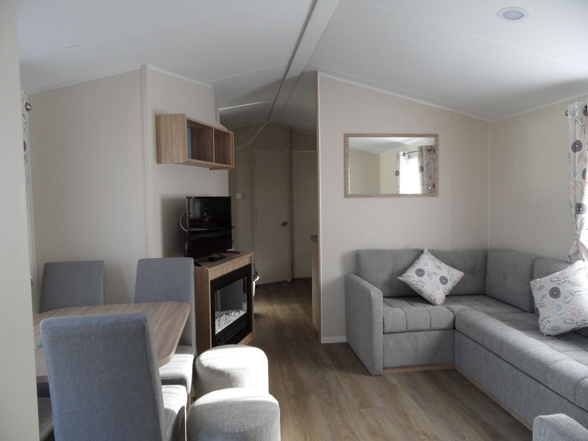 4 bedroom 10 berth Linwood Caravan