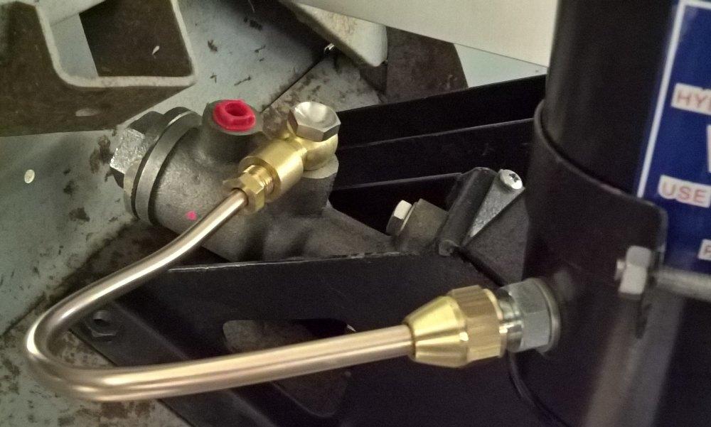 504106 (TYPE 4) - Pipe, Reservoir to CB Brake Master Cylinder, LHD
