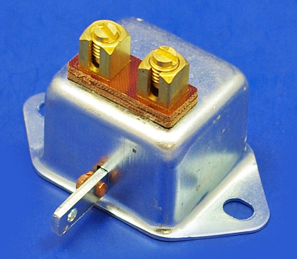 07160 - Switch for Brake Lamps or Choke Warning Lamp
