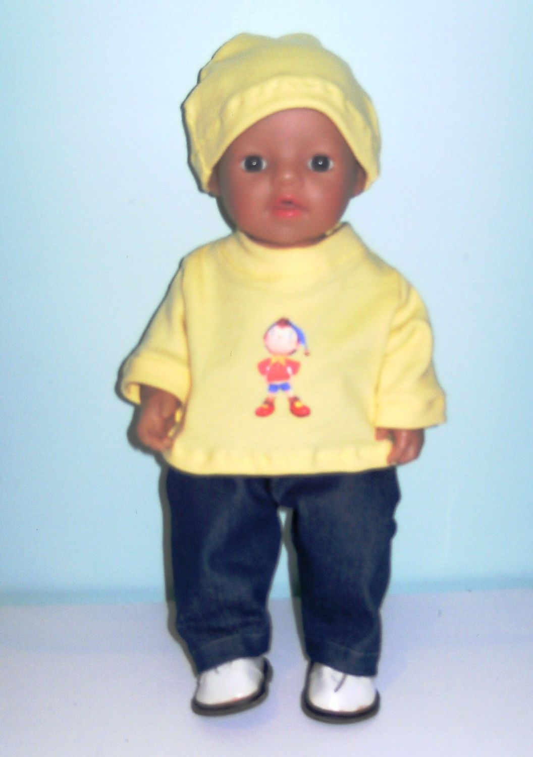 Doll's sweatshirt, jeans and beanie hat with brim