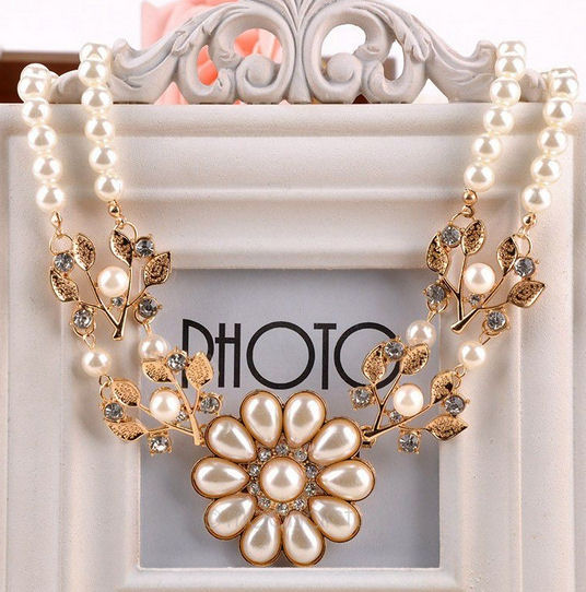 Vintage Style Elegant Gold with Pearl Detail Necklace