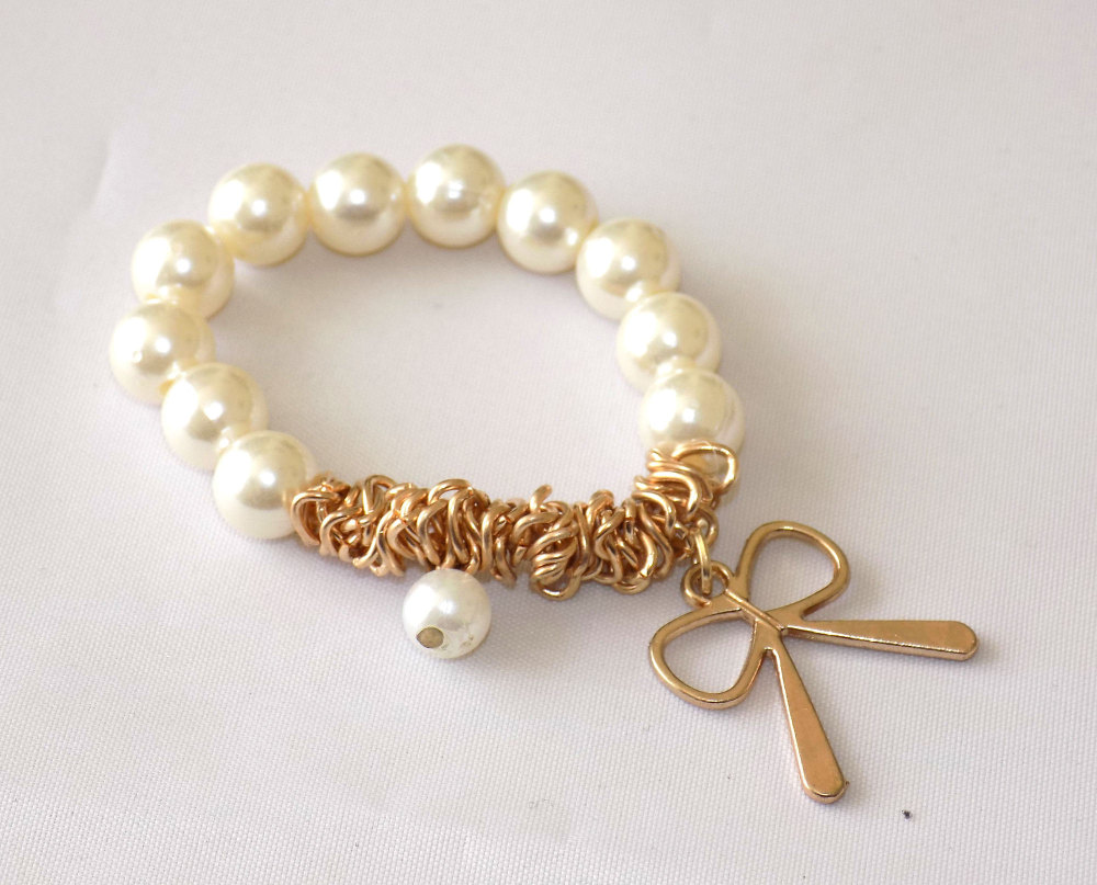 Pearl & Gold Bow Elasticated Bracelet