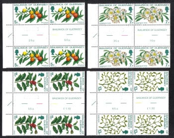 Guernsey Stamps 1978 Christmas - Gutter pairs MINT (z527)