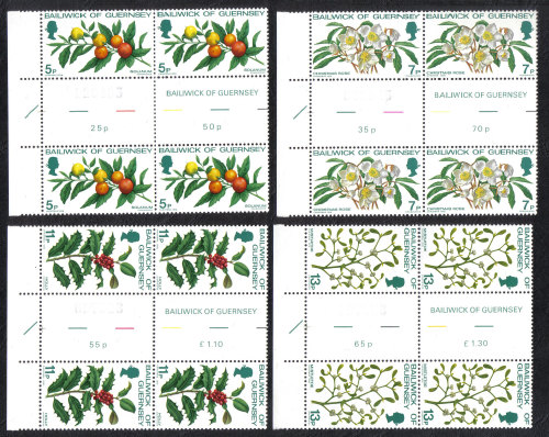 Guernsey Stamps 1978 Christmas - Gutter pairs MINT (h527)