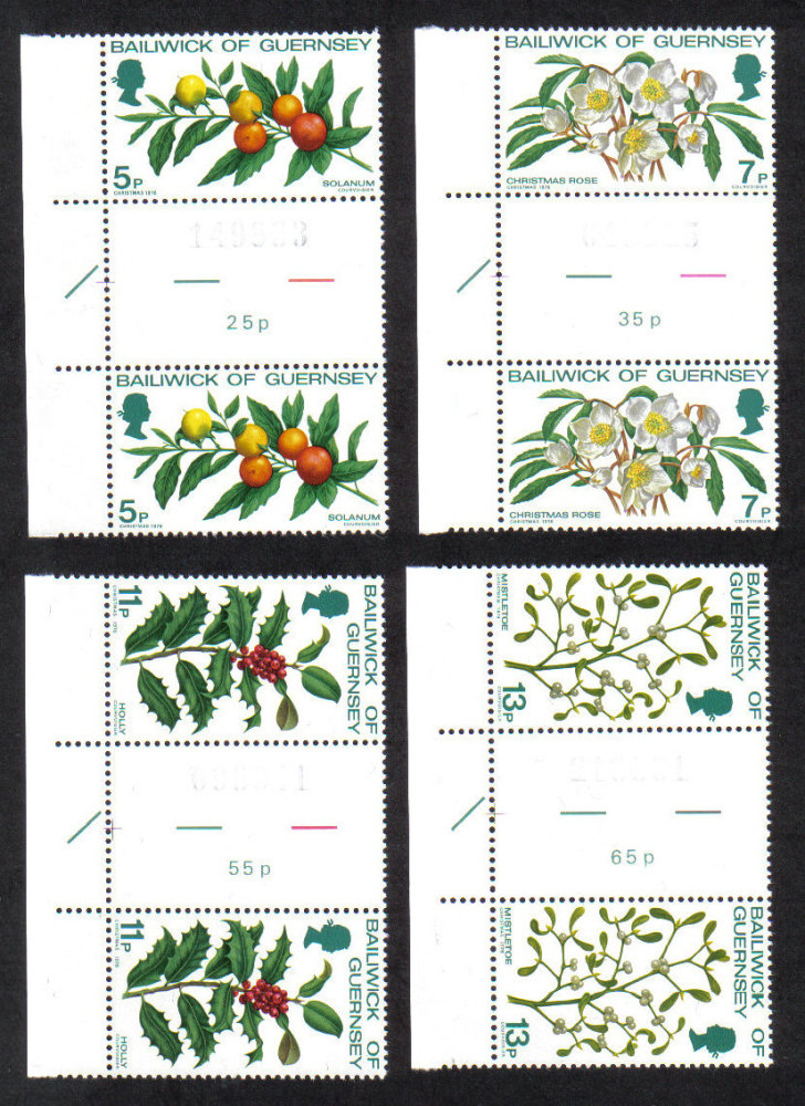 Guernsey Stamps 1978 Christmas - Gutter pairs MINT (z567)