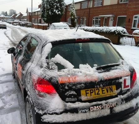 driving_lessons_in_snow_2013