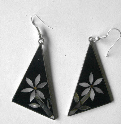 Mexican earrings inlaid with shell  (mex15)