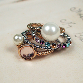 Stack Rings - set of 4 - Gold silver, pearl & Pearl (00109)