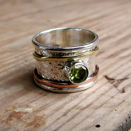 Spinning Ring - Sterling Silver with Peridot - POM (A0019PD)