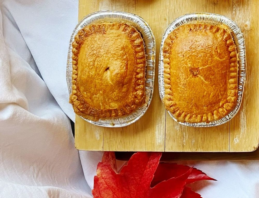 Small chicken and mushroom pie