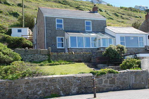 Sennen Cove holiday cottage - house and gardens