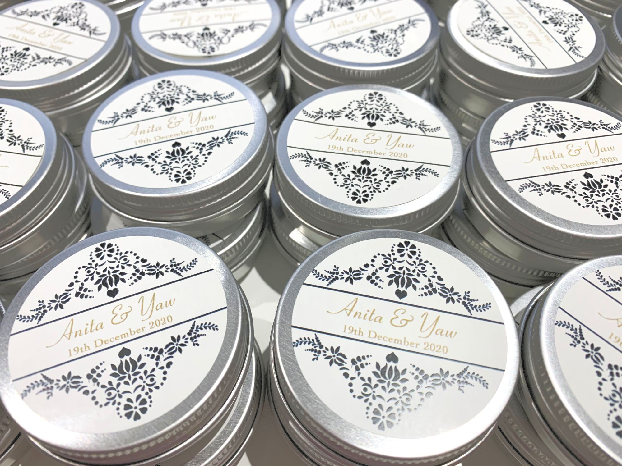 Personalised favour tins