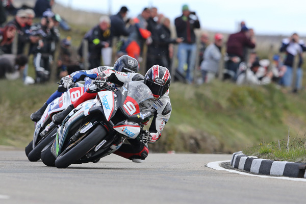 Ian Hutchinson leads at the 2015 Isle of Man TT races