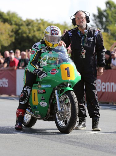 JOHN McGUINNESS WINS HIS FIRST CLASSIC TT TITLE IN THRILLING BENNETTS SENIO