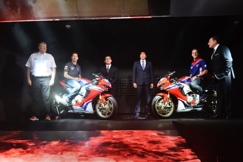 Freddy Foray and Nicky Hayden unveil the brand-new 2017 Honda CBR1000RR Fir