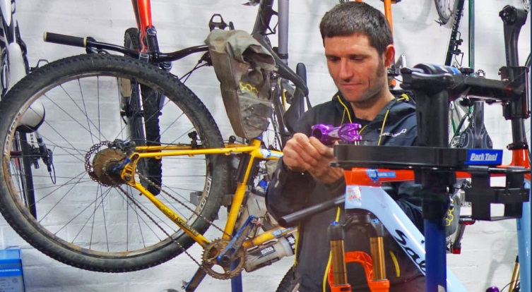 Guy Martin, Guinness Record for cycling around the coast of Britain, Cyclin