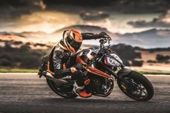 KTM 790 DUKE 2018 - Motorcycle Live