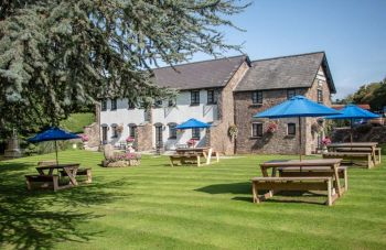 The Greyhound Inn, Hotel, Biker Friendly pub, Usk, Monmouthshire, South Wal