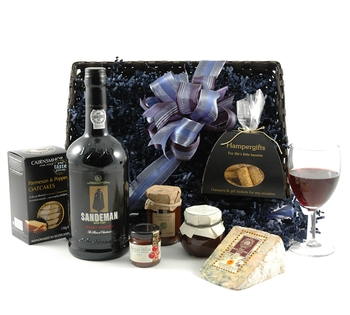 Hampergifts also have hampers for vegetarians, including this Luxury Port and Stilton Hamper Gift