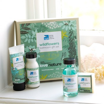 Love nature wildflowers bathroom gift set from the RSPB.  Support wildlife conservation with your gift!