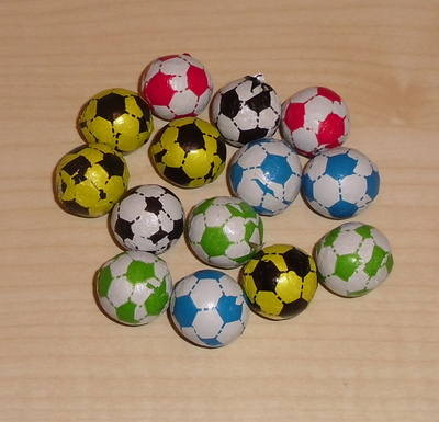 FOOTBALL FOILED CHOCOLATE BALLS