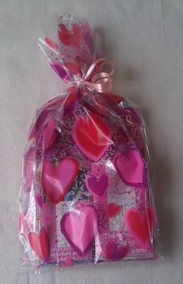 PARTY BAG (GIRLS) - personalised choc bar, activity book, pencils/pens & purse