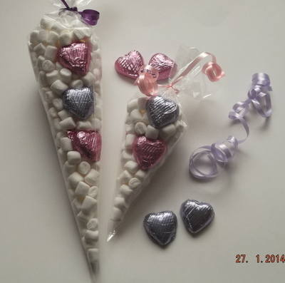 MINI MARSHMALLOW LARGE VALENTINE CONES