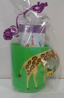 GIRAFFE CHOC 'n' MUG - 40g personalised bar in child's plastic mug