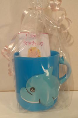 DOLPHIN CHOC 'n' MUG - 40g personalised bar in child's plastic mug