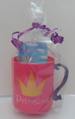 PRINCESS CHOC 'n' MUG - 40g personalised bar in child's plastic mug