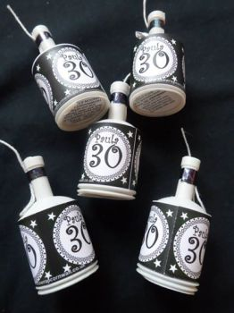 30TH PARTY POPPERS BLACK