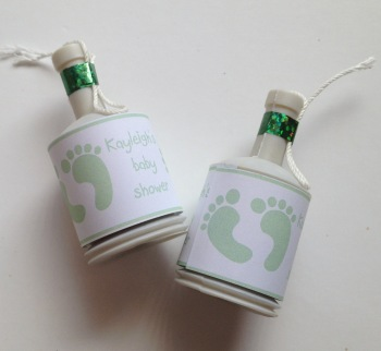 BABY GREEN FOOTPRINTS - party poppers