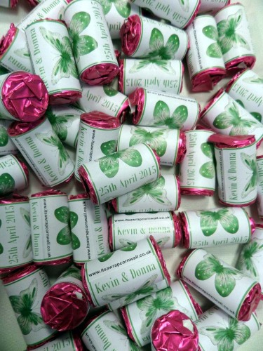 BUTTERFLY (green) - love hearts (2 sizes)