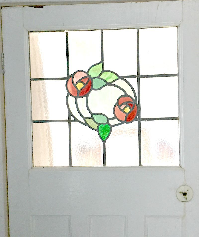 stained glass simple floral wreath with clear background