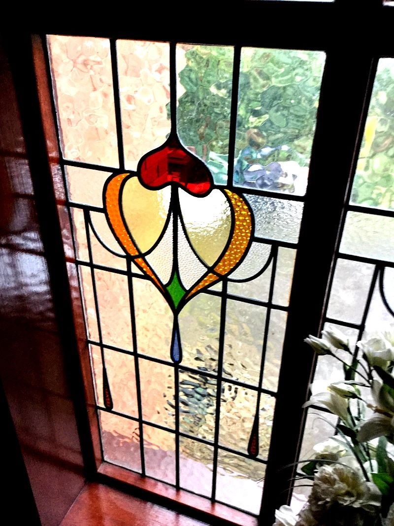 Stained Glass design more traidtional with textured clear glass surrounding it