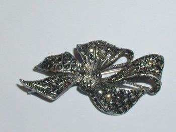 Art Deco Marcasite Sterling Silver Scrolling Bow Brooch Pin
