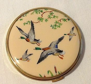 Vintage Flying Ducks Powder Compact New Light Original Puff Gold Tone