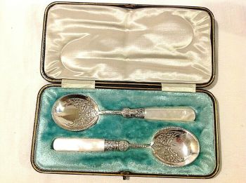 Antique Edwardian silver plate berry serving spoons in original fitted Box