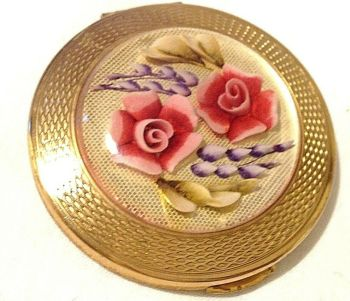 Vintage Antique Kigu reverse carved Lucite rose lavender powder compact