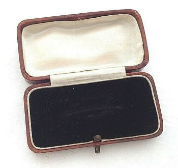 Antique jewellery Display box Brooch pin black velvet cream silk