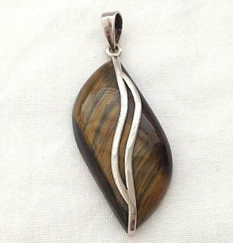 Vintage Tigers eye retro necklace pendent Sterling silver stamped 925