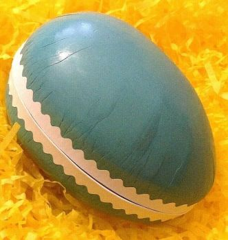 A Vintage style card Easter egg gift box mint green 12 cm