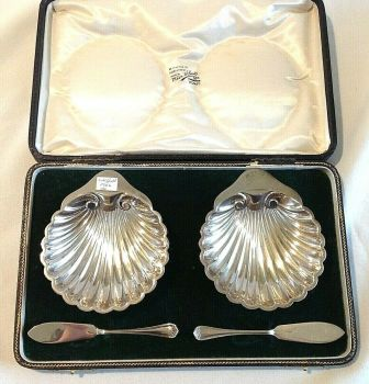 Antique boxed pair of jam dishes hallmarked sterling silver 1904