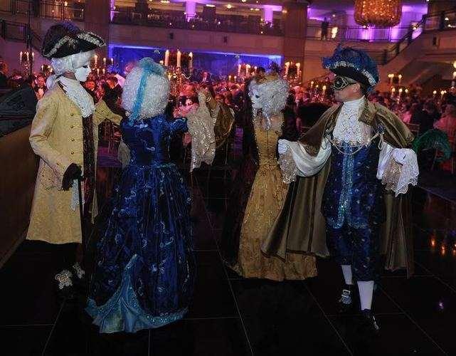 venetian dancers