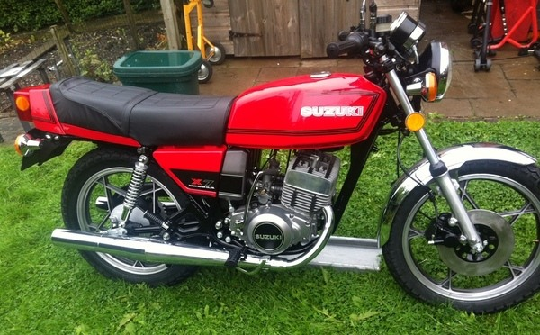 Suzuki GT250 X7 red tf1