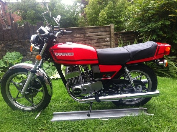 Suzuki GT250 X7 red tf3