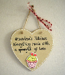 "Kitchen plaque ""Everything made with a spoonful of love"""