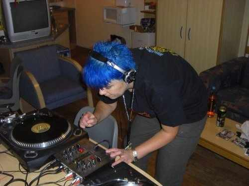 me dj blue hair.