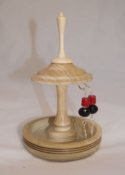 ash ear ring stand